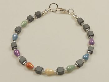 Armband mit Hämatit und böhmischen Perlen