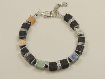 Armband mit Lavawürfeln
