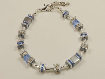 Glitzerarmband mit Würfeln in blau