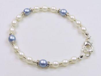 Armband in hellblau und weiß