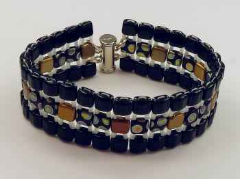 Armband in schwarz mit Muster