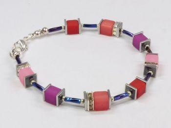 Würfelarmband in rot-rosa-violett