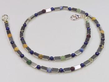 Zarte Halskette mit Lapislazuli