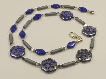Kette mit kobaltblauen Perlen