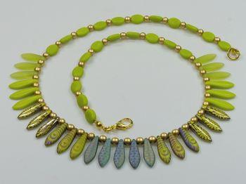 Collier mit Glastropfen in grün