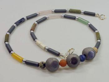 Halskette mit Hämatin und Achaten