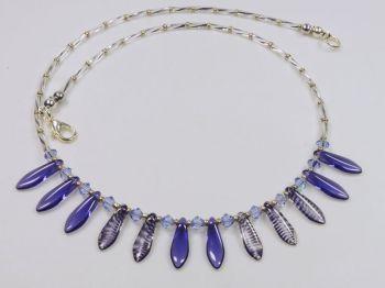 Collier mit Glastropfen in violett
