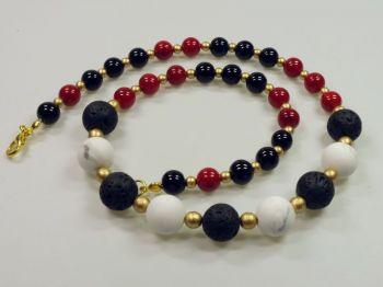Halskette in schwarz, rot und weiß