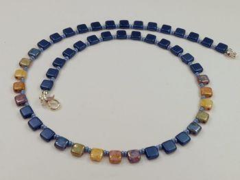 Zarte Halskette dunkelblau