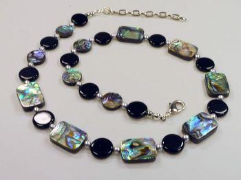Halskette mit Abalone-Muscheln