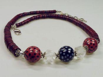 rote Halskette mit Bergkristall