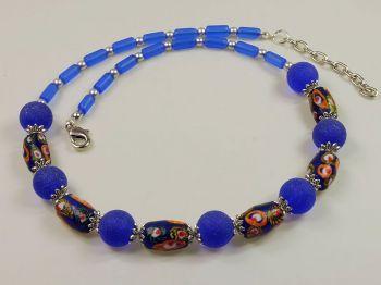 blaue Halskette mit Perlen aus Indonesien