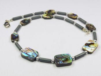 Halskette mit Abalone-Muscheln und Hämatit
