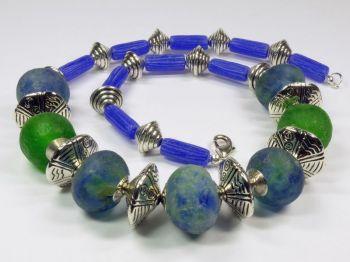 Halskette mit Glasperlen aus Ghana blau-grün