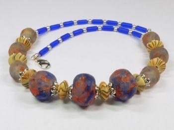 Halskette mit Recycle-Glasperlen in blau und rot