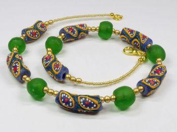 Halskette mit handbemalten Krobo-Perlen