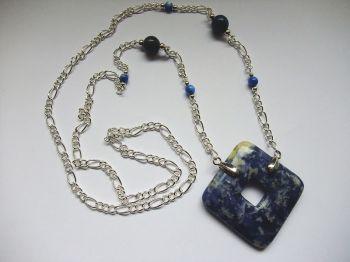 Halskette mit Sodalith-Donut