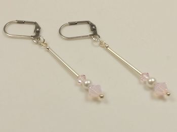 Ohrhänger in rosa mit Perle