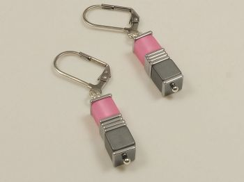 Ohrhänger mit Würfeln in rosa
