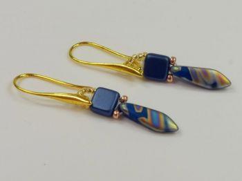 Ohrhänger mit Tropfen in blau