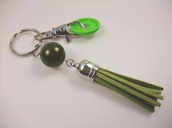 Schlüsselanhänger mit olivgrüner Quaste