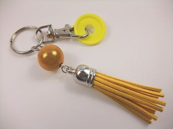 Schlüsselanhänger mit sonnengelber Quaste