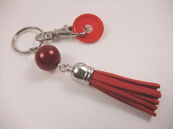 Schlüsselanhänger mit roter Quaste